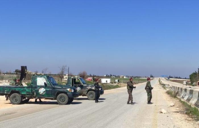 """سوريا... مقتل وإصابة العشرات بغارة مجهولة على مقر لـ""""جبهة النصرة"""" شمال إدلب"""