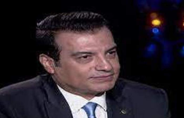 إيهاب توفيق يحبس دموعه حزنا على والده: كان نفسي ألاقيه عايش   فيديو
