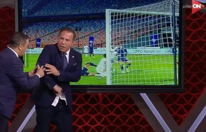 لحظة اشتباك أيمن يونس مع سمير عثمان بسبب ركلة جزاء الزمالك ضد بيراميدز | فيديو