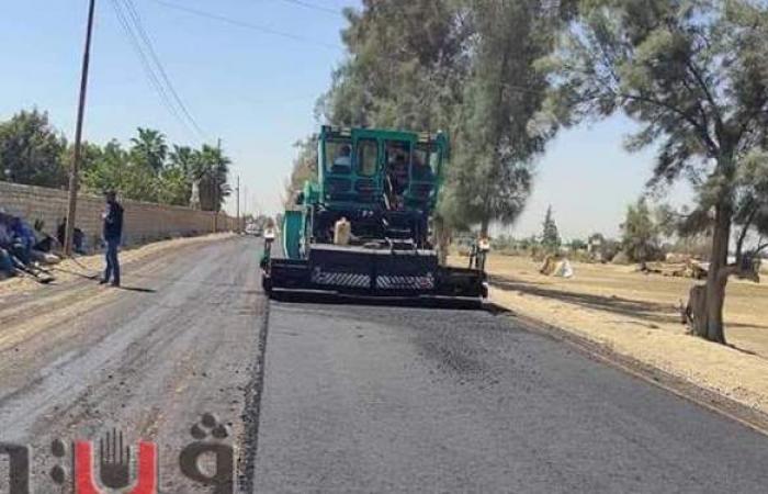رصف الطريق الموازي لمحور ٣٠ يوليو بالقنطرة غرب الإسماعيلية | صور