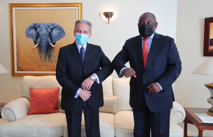 قطان يبحث تعزيز العلاقات الثنائية مع رئيس جنوب إفريقيا