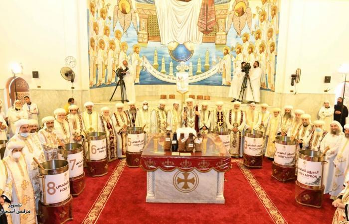 الكنيسة تقيم طقس وضع الخميرة المقدسة لزَيتَي الميرون والغاليلاون.. صور