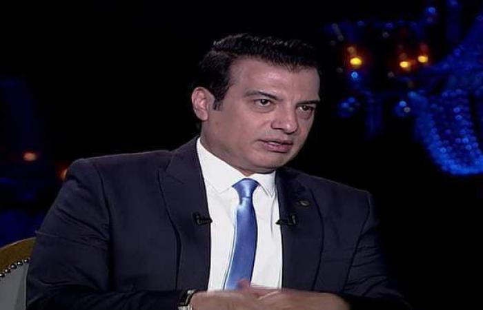 إيهاب توفيق: مطرب زارني ورمالي عمل والبيت اتقلب سواد والخير اختفى | فيديو