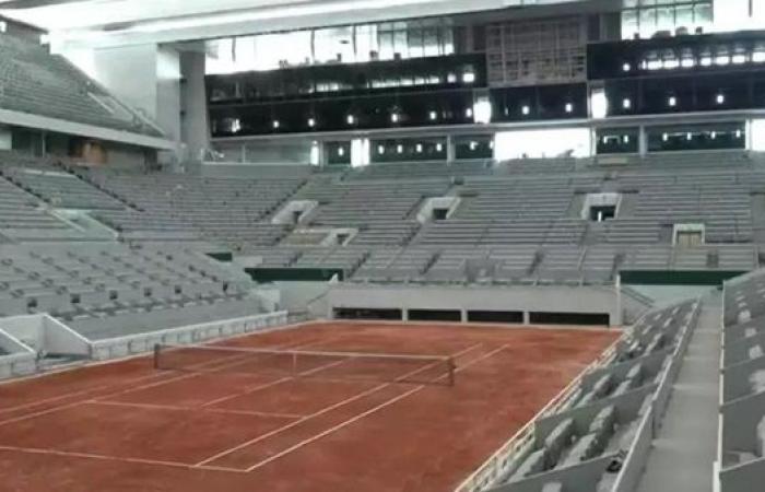 """""""فرنسا المفتوحة"""": السماح بحضور 1000 متفرج في كل ملعب"""
