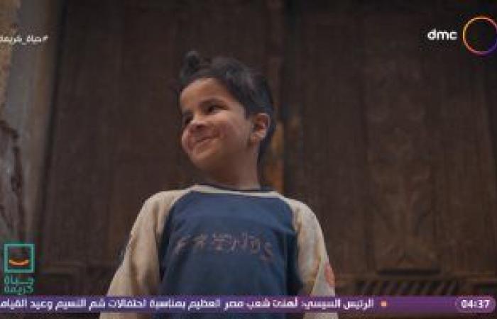 """جيران أم خالد لـ""""حياة كريمة"""": سيدة مكافحة تعيش بمفردها مع أولادها"""