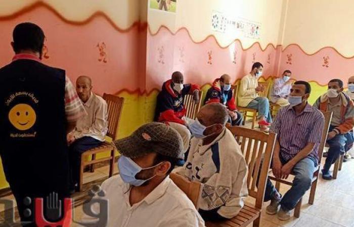 تطعيم العاملين بدور المناسبات والمنشآت الصناعية بمراكز الشرقية