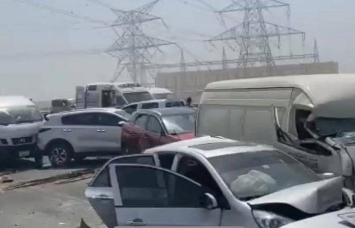 الإمارات: تصادم 34 مركبة بسبب تدني الرؤية وعدم ترك مسافات آمنة