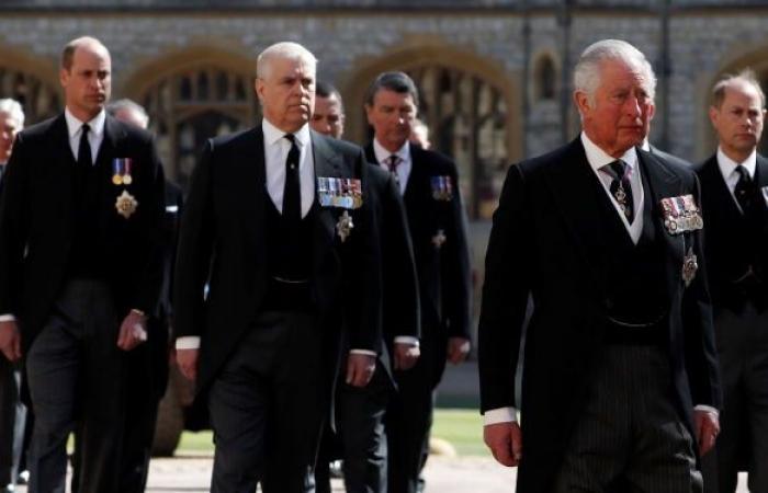 تقارير: الأمير تشارلز يطرد هاري وميغان من العائلة الملكية