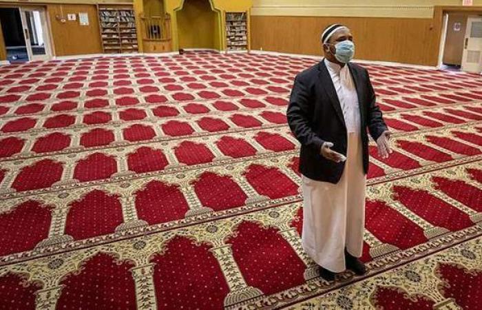 لمصليات النساء.. توزيع أكثر من ٧٠ ألف عبوة ماء زمزم بالمسجد الحرام