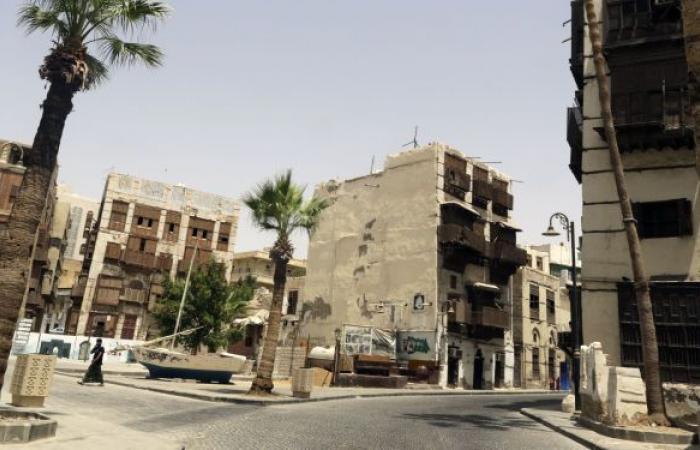السعودية... انهيار جزئي في منزل تاريخي وسط جدة