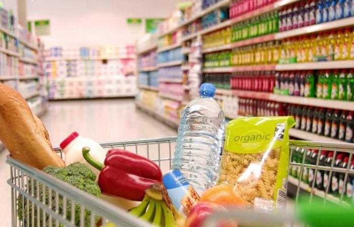 أخصائية مكافحة عدوى للمتسوقين: تجنبوا أوقات الذروة