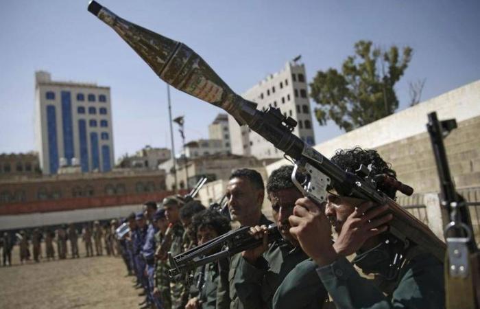 الحوثيون يطلقون صاروخين باليستيين على مأرب بعد وصول رئيس حكومة اليمن