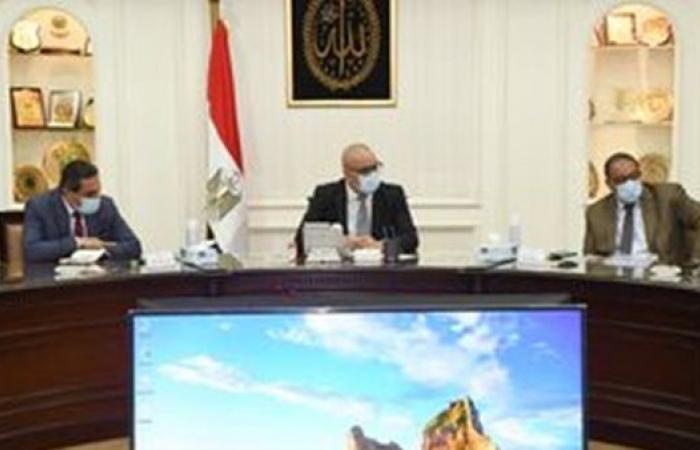 """وزير الإسكان يتابع تنفيذ مشروعات """"حياة كريمة"""" لتطوير الريف المصرى"""