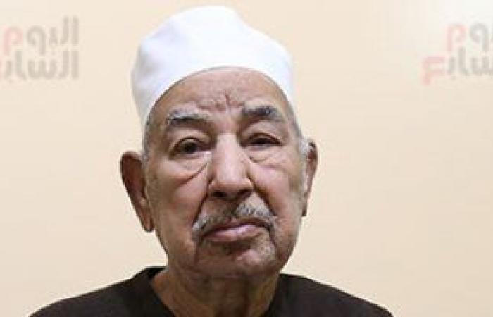 """أسرة الطبلاوى تحيى الذكرى الأولى لرحيله بـ""""ختمة قرآن"""" أمام قبره"""