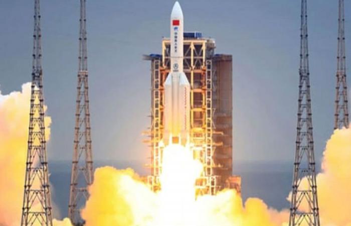 الصاروخ الصيني.. عالم فضاء يفسر الواقعة وخطورة 22 طنًّا من الحطام