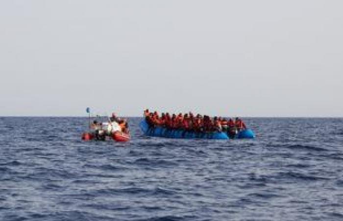 حرس السواحل الليبية ينقذ 101 مهاجر غير شرعى فى البحر المتوسط
