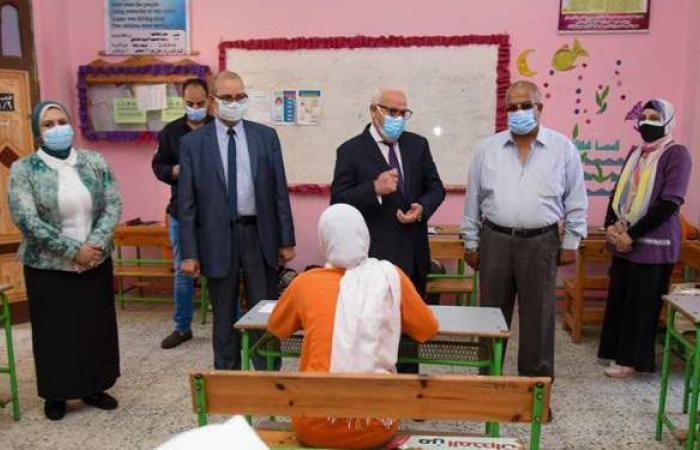 محافظ بورسعيد يتفقد لجان امتحانات الشهادة الإعدادية في أول أيامها | صور
