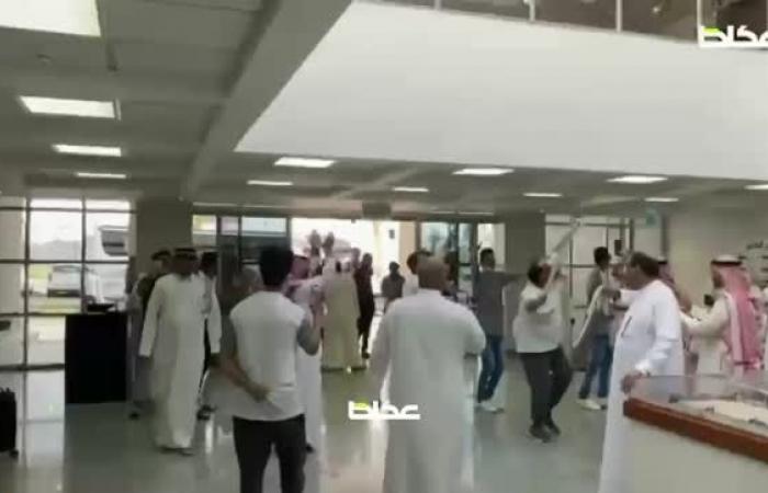 استقبال حافل لبعثة نادي #الطائي في مقر النادي بمدينة #حائل عقب صعودها لدوري الأضواء