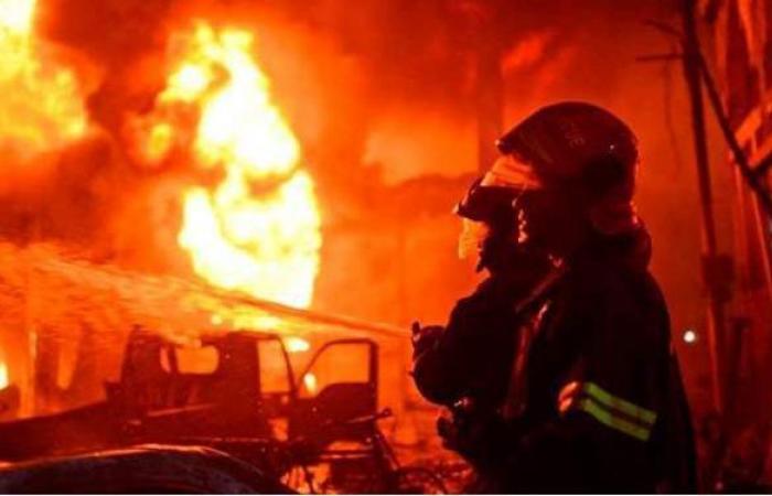 إخماد حريق نشب داخل ورشة تصليح سيارات بالبساتين