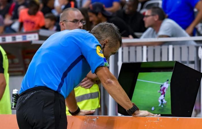 40 % من جمهور إنجلترا: «الفار» أفسد كرة القدم