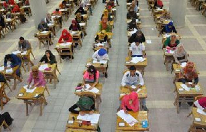 طلاب جامعة حلوان يواصلون امتحانات نهاية العام وتطبيق صارم لإجراءات الوقاية