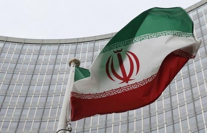 فرنسا: إيران تضع فرص إحياء الاتفاق النووي في خطر
