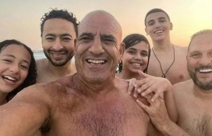 بسيلفي مع حمادة هلال.. محمد لطفى يشارك جمهوره لحظات سعادته