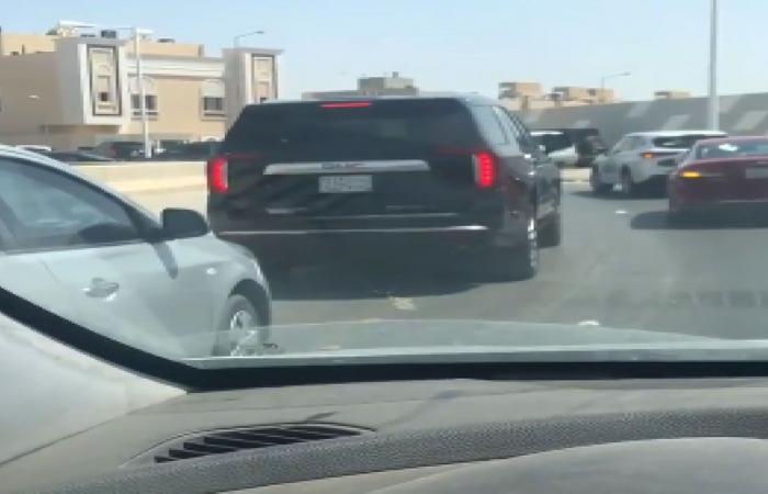 زحام وعشوائية تغلق أحد منافذ أحياء الرياض خلال خروج الطلبة.. والمرور يتفاعل