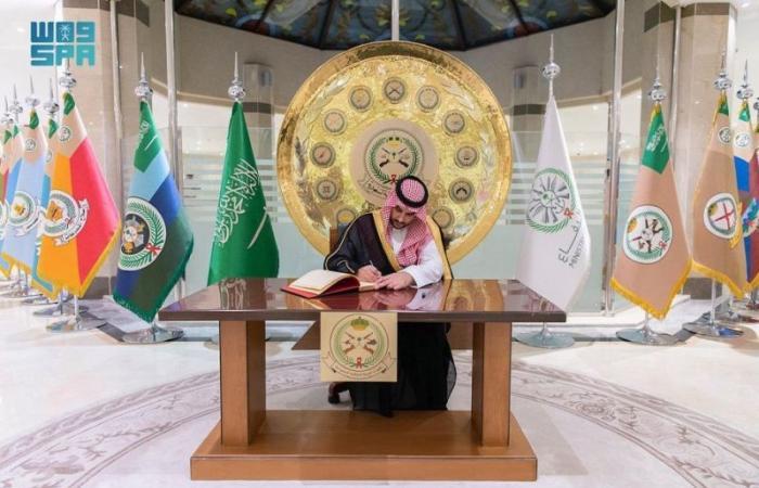 إنفاذًا لتوجيهات محمد بن سلمان.. نائب وزير الدفاع يتفقد قيادة القوات البرية ويلتقي بمنسوبيها