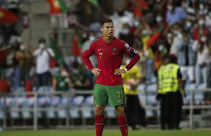 """رونالدو يوجه رسالة إلى جماهير كرة القدم بعد """"اللقب التاريخي"""""""