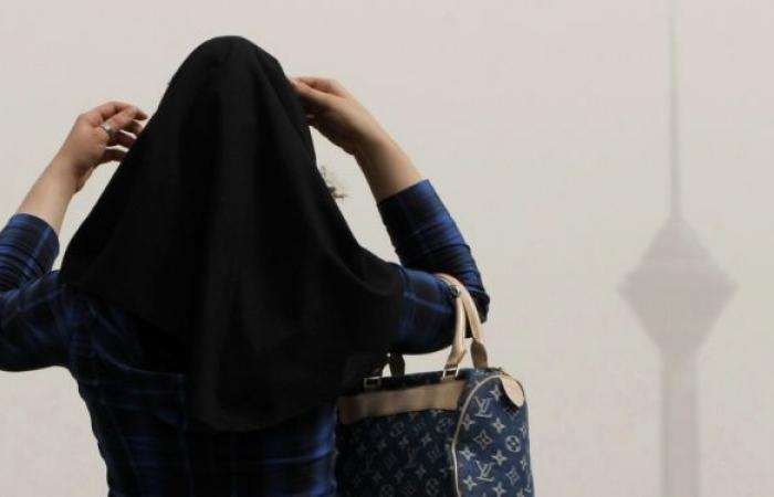 ناقد سعودي يوجه رسالة لنيرمين محسن بعد قرار اعتزالها الفن وارتداء الحجاب.. فيديو
