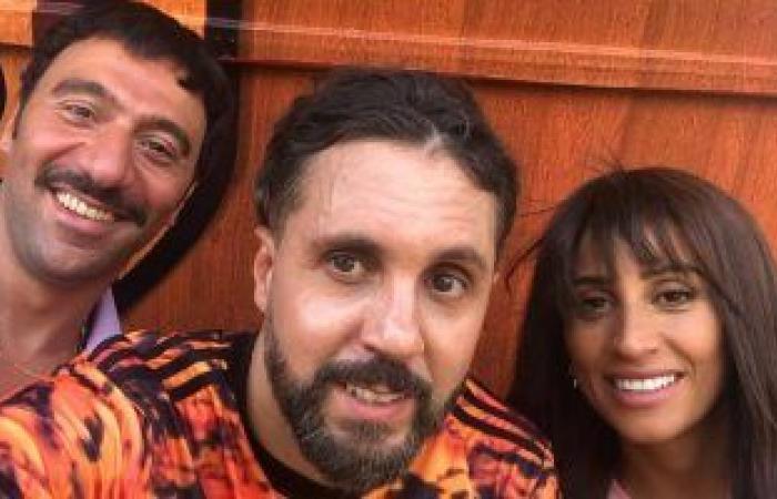 """هشام ماجد ودينا الشربيني ومحمد سلام بأول صورة من كواليس فيلم """"حامل اللقب"""""""
