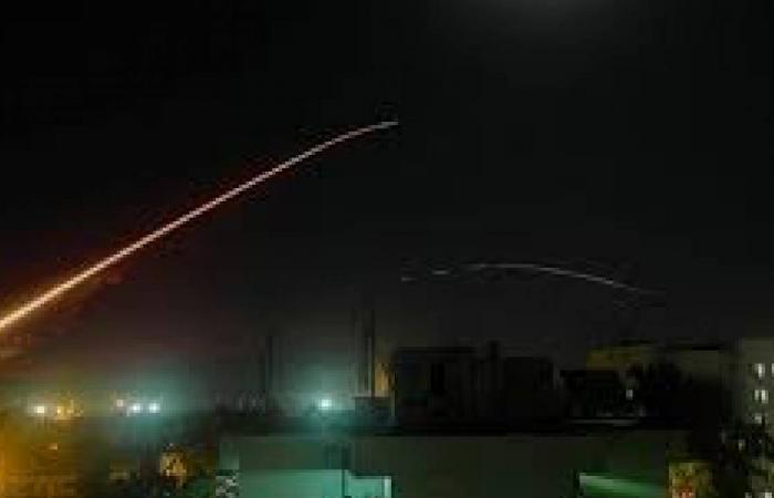 سوريا.. الدفاعات الجوية تتصدى لصواريخ استهدفت محيط العاصمة