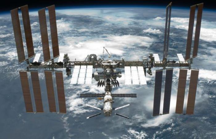 رواد روس يستعدون لقضاء أكثر من 7 ساعات في الفضاء الخارجي