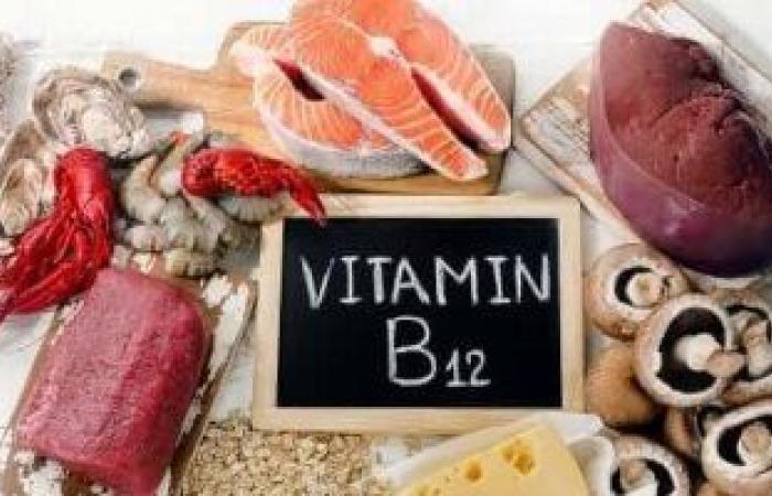 نقص فيتامين ب 12 يؤدي إلى تلف الأعصاب.. 4 أطعمة يجب أن تتناولها