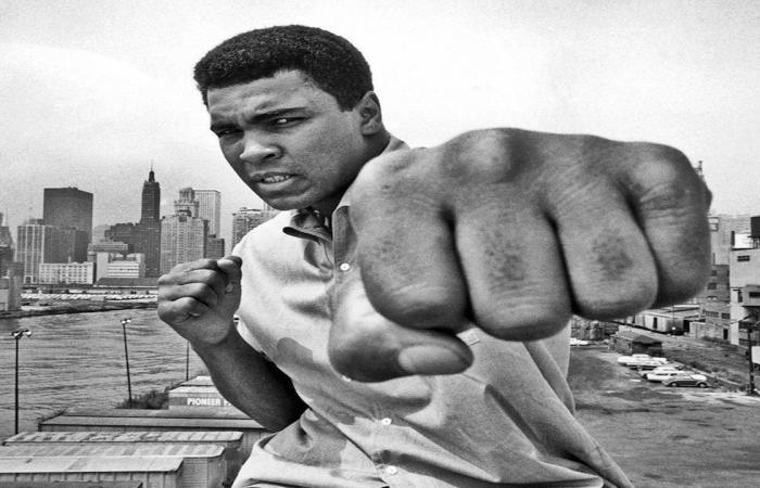عرض لوحات رسمها أسطورة الملاكمة محمد علي للبيع في مزاد