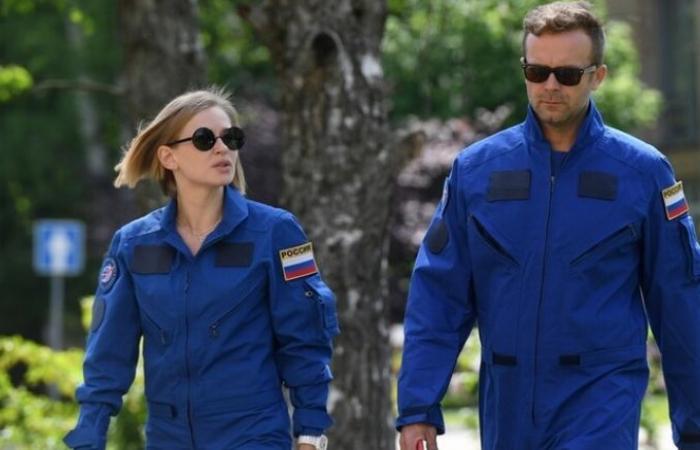 النجمة الروسية يوليا بيريسيلد تستعد للانطلاق إلى الفضاء لتصوير فيلم التحدى