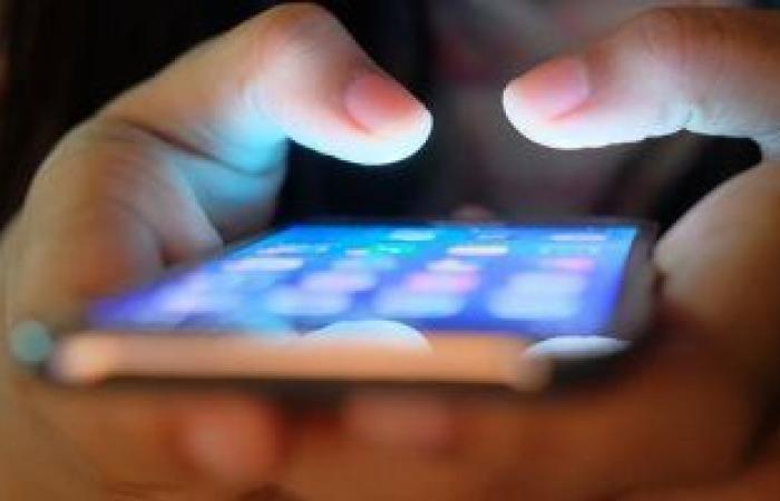 ابتكار زجاج فولاذي ينهي مشكلة تحطم شاشات الهواتف الذكية