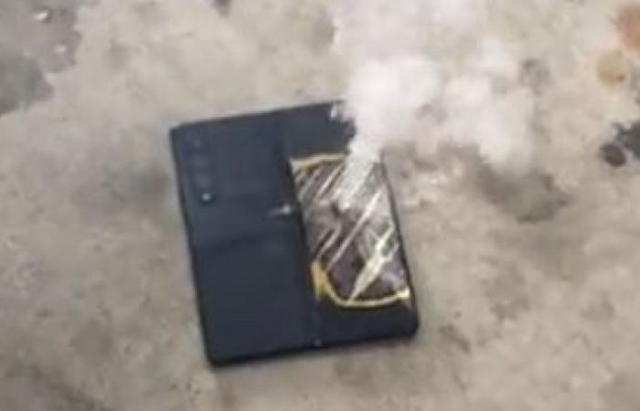 بالفيديو.. شاب يوثق لحظة انفجار هاتف «سامسونغ» القابل للطي