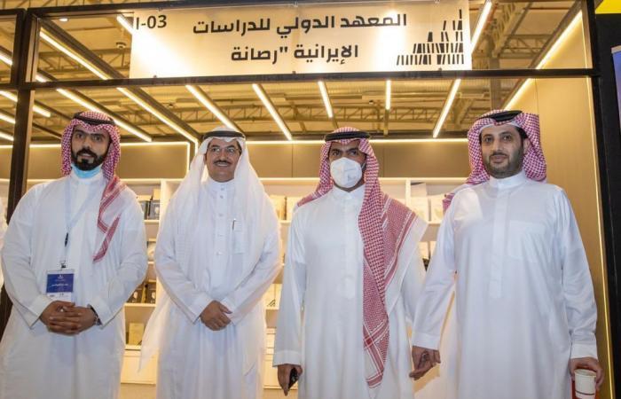 وزير الثقافة وآل الشيخ في جناح رصانة بمعرض الرياض للكتاب