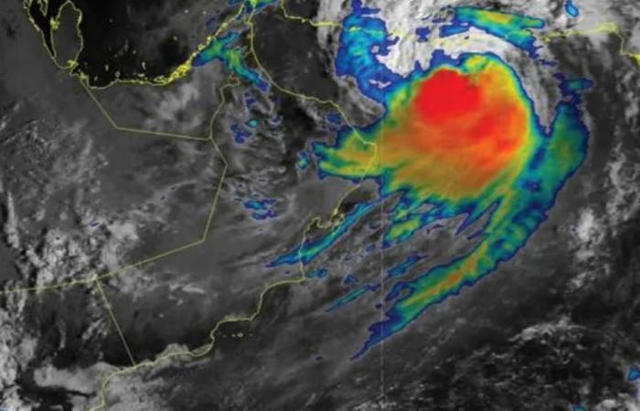 «الأرصاد» العُمانية تكشف آخر تطورات إعصار «شاهين»