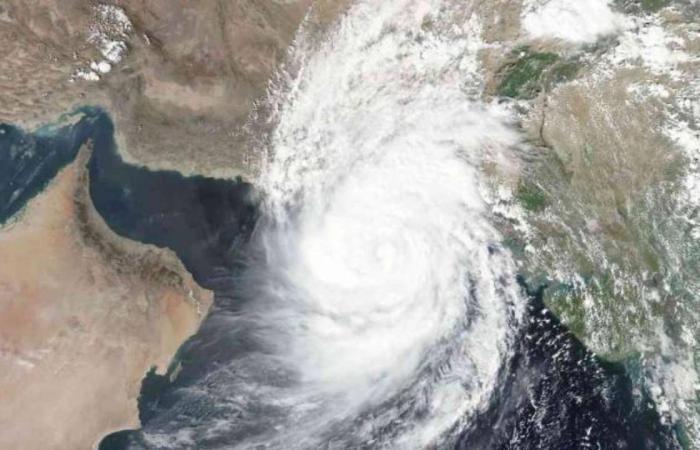 الإمارات تعلن مدى تأثرها بإعصار شاهين.. وتتخذ إجراءات وتدابير استباقية