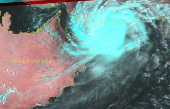 السفارة السعودية في مسقط للمواطنين: احذروا إعصار «شاهين».. وتواصلوا معنا للمساعدة