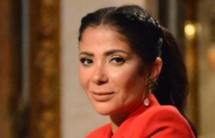 """منى زكى داخل بنزينة بسبب فيلمها الجديد """"القاهرة مكة"""""""