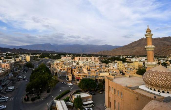 """عمان... """"الطيران المدني"""" يصدر تحذيرا جديدا حول الإعصار """"شاهين"""""""
