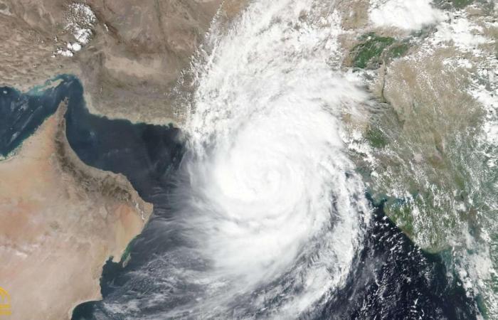 سلطنة عمان: وصول تأثيرات الإعصار شاهين للسواحل.. وتحذيرات من فيضان الأودية