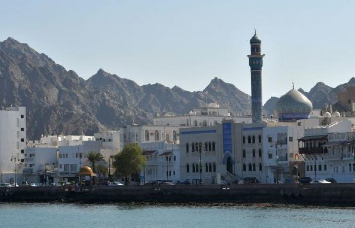 """سلطنة عمان توجه تحذيرات للمواطنين بعد تحول عاصفة """"شاهين"""" إلى إعصار مداري"""