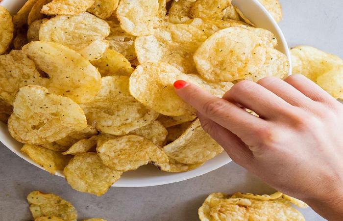 بالفيديو.. استشاري تغذية: كثرة تناول البطاطس المقلية يُسبب سرطان الثدي