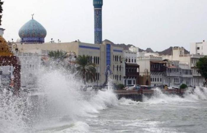 الإعصار شاهين.. سلطنة عُمان توجه بإخلاء 7 مناطق لغزارة الأمطار