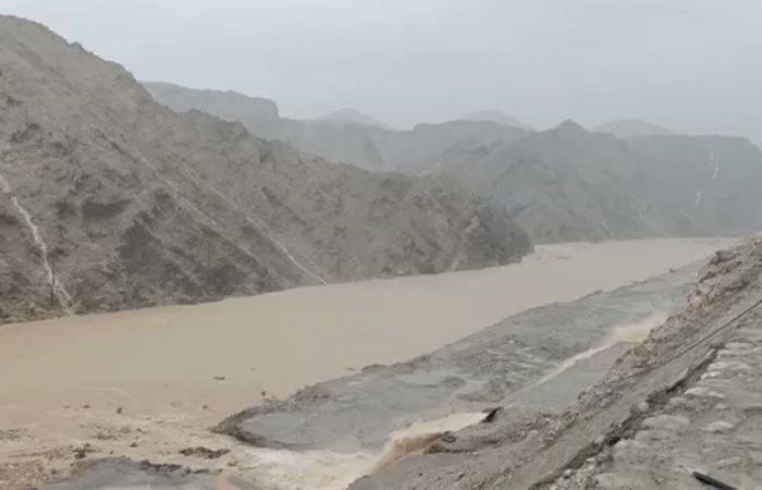 أمطار غزيرة تضرب مسقط وتحذير من السلطات بسبب إعصار شاهين